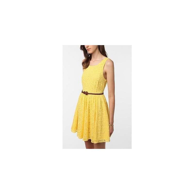 Vestido Amarelo em Renda Casual Leve Curto Saia Gode