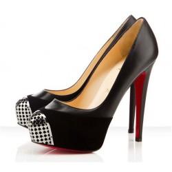 Sapato Feminino Scarpin Preto com bico Metalizado Salto Alto Agulha