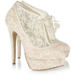 Sapato Feminino Revestido em Renda com Salto Maxi Agulha Branco Noivas