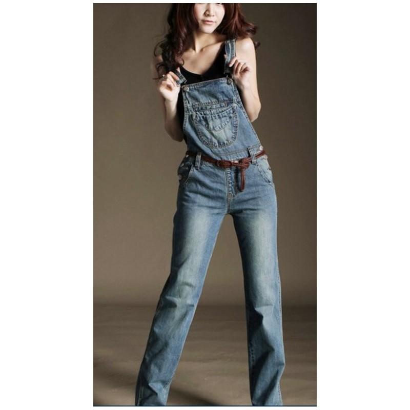 Macacão Jardineira feminina em Jeans