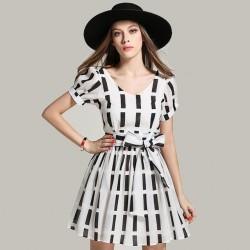 Vestido Casual Curto Preto e Branco Importado Estampa Geométrica