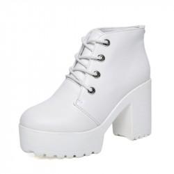 Bota Feminina Ankle Boot Branca Importada Salto Médio Quadrado
