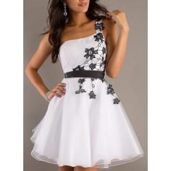 Vestido Renda Branco e Preto Acinturado Saia Godê