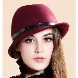 Chapéu Feminino Lã Vermelho com Cinto em Couro